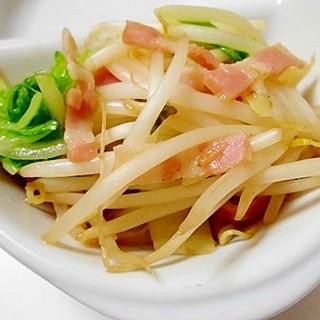 もやしと白菜とベーコンの炒め物