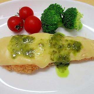 鮭フライのチーズバジルソース焼き