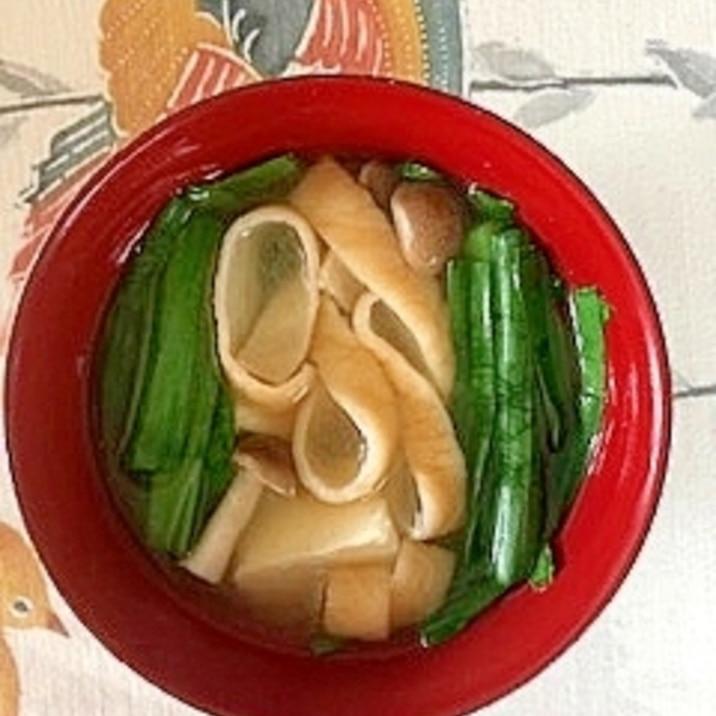 にら、木綿豆腐、ブナシメジ、きざみ麩のお味噌汁