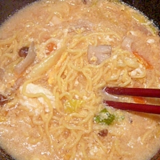 鍋のシメにとろとろ♥卵とじラーメン。