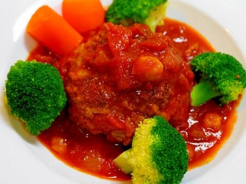 絶品・トマトソースがピッタリ!煮込みハンバーグ
