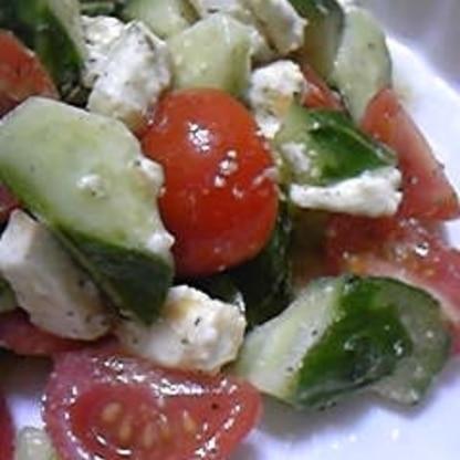 あぁ~~やっぱり美味しいサラダだわぁ~♡ たくさん作って母にもおすそ分け^^ 美味しいって私が褒められちゃった(*^^)v おごちそうさまで~す。。