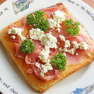 パン耳でも❤フランス的チーズと生ハムのトースト♪