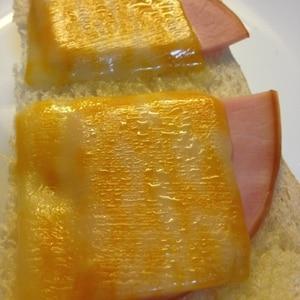 和からしでピリッと☆ハムチーズトースト