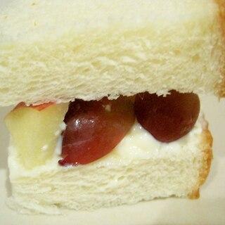 豆腐クリームのフルーツサンドイッチ