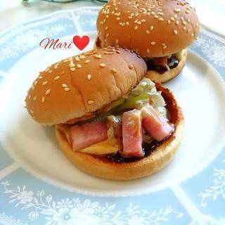 きのこベーコンの和風ハンバーガー