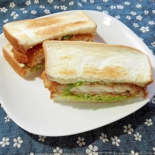 チキンカツのキャベツサラダサンド