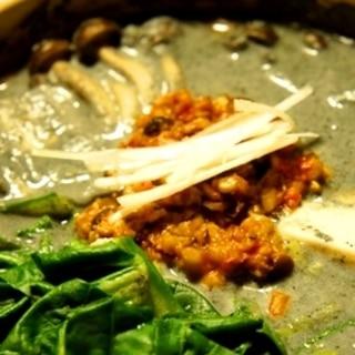 肉なしでも濃厚旨味、ピリ辛黒胡麻豆乳坦々鍋