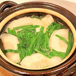 【一人用土鍋で】シンプル餃子鍋