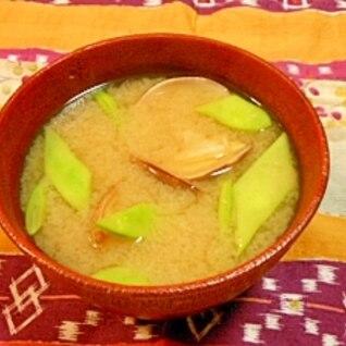 ぷりぷりアサリとインゲンの味噌汁
