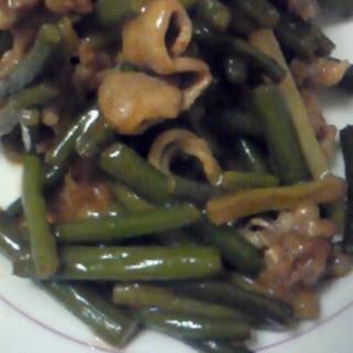 牛肉とにんにくの芽の炒め物