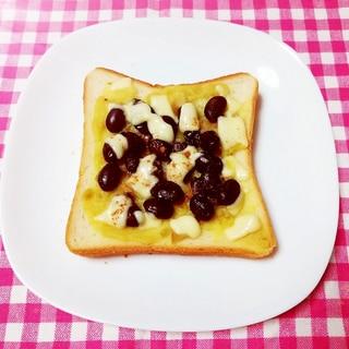 シナモン風味♪きんとんと黒豆のチーズトースト