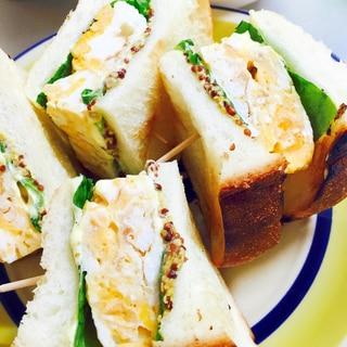 デパ地下風!粒マスタード味の分厚い卵サンドイッチ