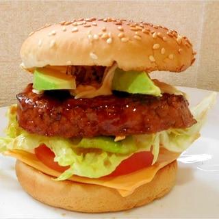 市販のレトルトハンバーグでチーズバーガー