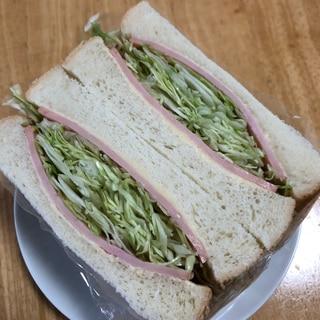 キャベツとハムのサンドイッチ