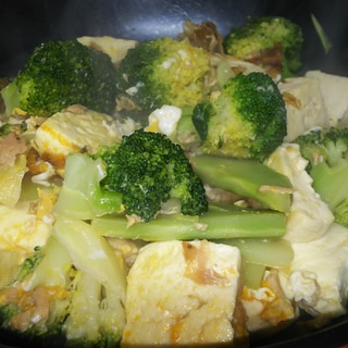 ブロッコリーと豆腐とツナのチャンプルー