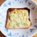千切りキャベツとチーズトースト