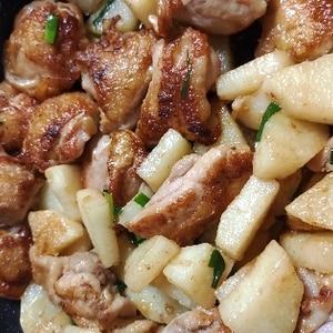 ごはんがススム☆鶏肉と長芋のバター醤油炒め