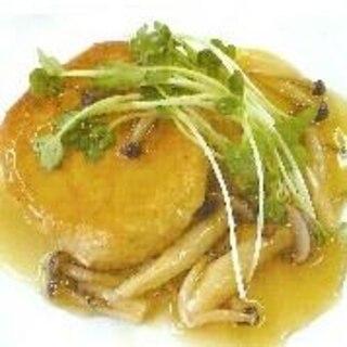 鮭缶と豆腐のハンバーグきのこソース添え
