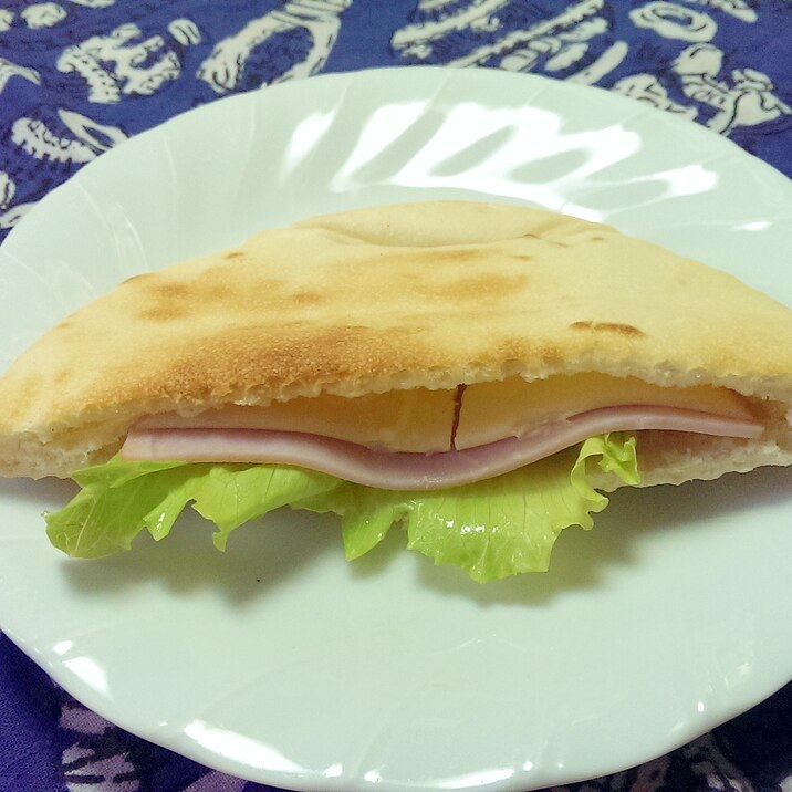 ハムとチーズのピタパンサンド