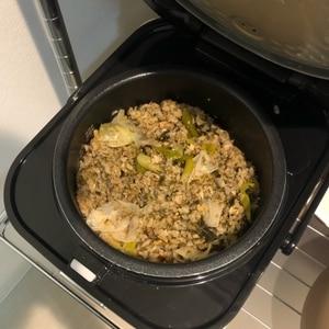 簡単、炊飯器で炊くだけサバ缶ごはん