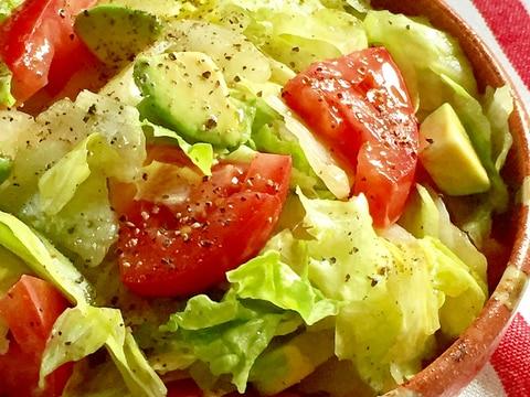 レタス1玉ペロリ♫アボカドとトマトの美肌サラダ