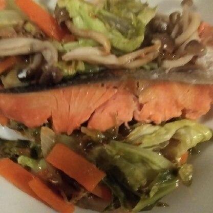 ホントに簡単で美味しかったです。野菜もたっぷりひとつのフライパンとお皿で摂れました!鮭のシチューとどちらにしようかと迷いましたが このレシピにして良かったです。