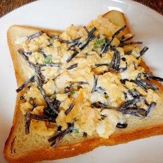 ひじきと卵のマヨサラダのっけトースト