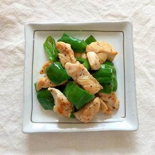 お弁当に♪鶏胸肉とピーマンの粗挽き塩コショウ炒め♡