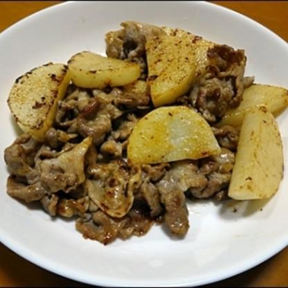 長芋って、炒めて食べてもおいしいのですね♪豚肉と、一緒にとってもおいしく頂きました♪家族にも好評でした♪簡単で美味しかったので、また作ります♪