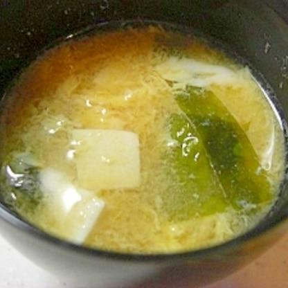 わかめと豆腐と卵のお味噌汁