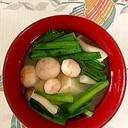 にら、木綿豆腐、ブナシメジ、手毬麩のお味噌汁