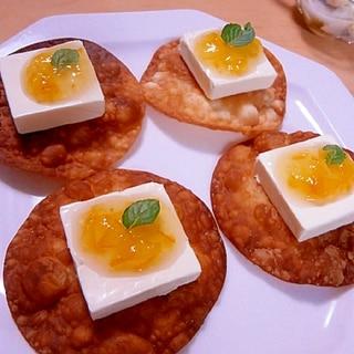 揚げ餃子の皮のカナッペ(クリチ&マーマレード)