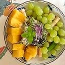 リーフレタス 、葡萄、ホワイトアスパラのサラダ