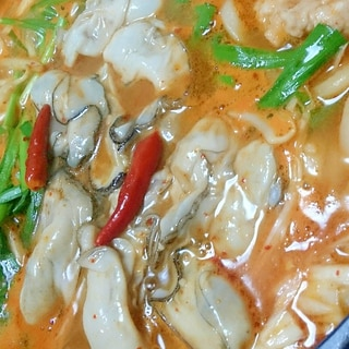 牡蠣豚肉タラのホットチゲ鍋