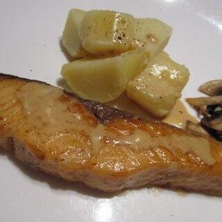 鮭のムニエル バター醤油ソース