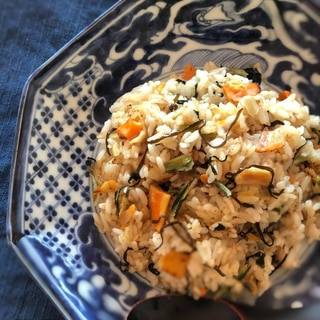 [フライパン]ドライ野菜と塩昆布の炒飯