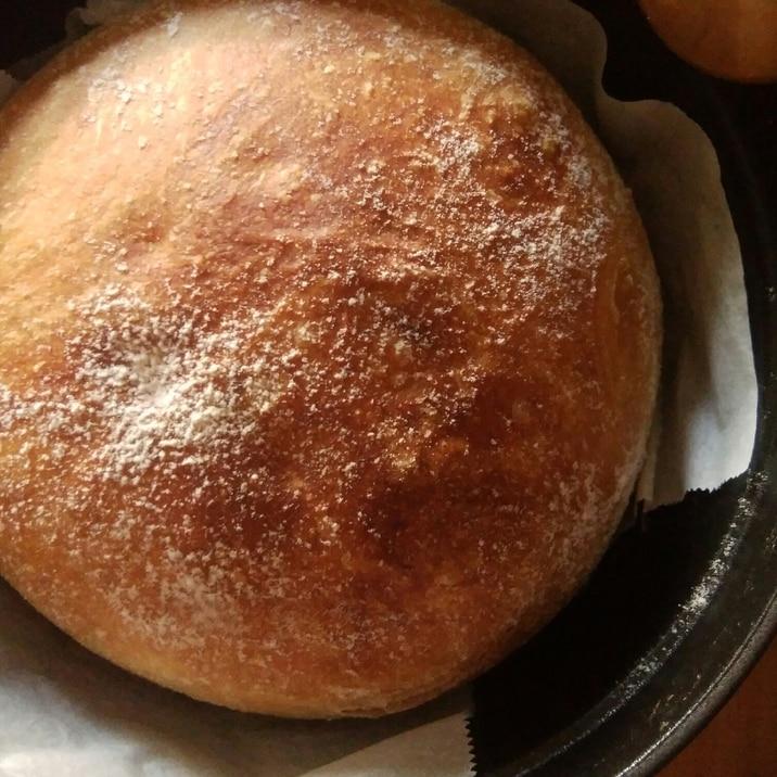 ストウブで焼く捏ねないパン