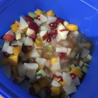ザクロ、マンゴー入りフルーツサラダ
