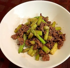 アスパラと牛肉の胡椒炒め