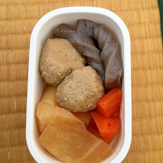 イワシのつみれと三浦大根とこんにゃく・人参の煮物。