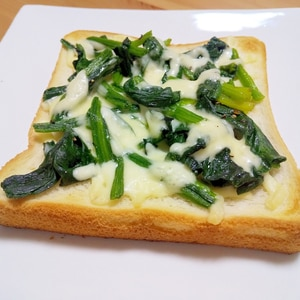 ほうれん草とチーズのトースト