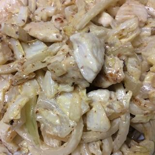 鶏肉とキャベツとたまねぎのマヨネーズうどん炒め