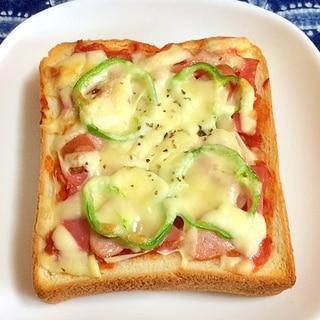 たっぷりトマトソースの厚切りピザトースト