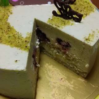 ピスタチオとホワイトチョコレートのムースケーキ