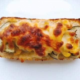 なすとコーンとチーズのトースト