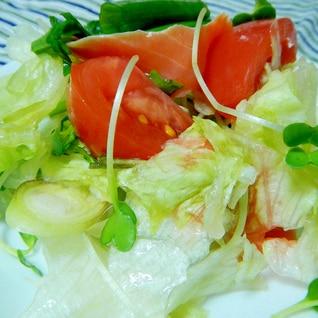 いろいろ野菜とスモークサーモンのサラダ