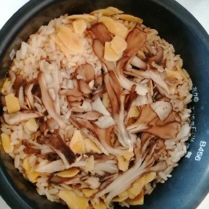 鮭が手に入らなかったのですが、その他はレシピ通りに作らせていただきました。舞茸と生姜、いけますね。次回はぜひ鮭入れます!