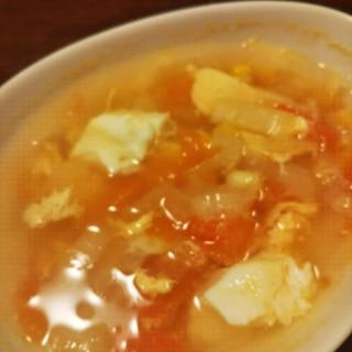 トマトと玉ねぎと卵のコンソメスープ