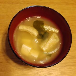 油あげと玉ねぎとわかめと木綿豆腐のお味噌汁